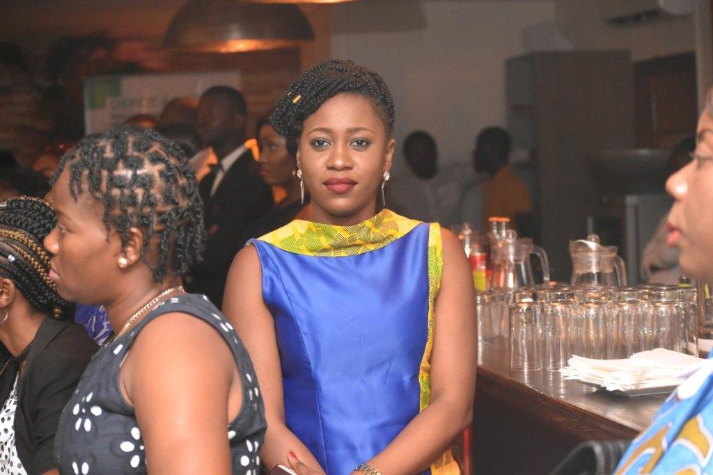 Jessica Makosso (en en bleu -jaune), fondatrice et présidente de Femmes inspirantes