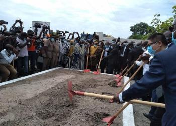 Photos: Afrikipresse   Lancement des travaux de bitumage de l'axe Biankouma-Sipilou, samedi 6 juin 2020 à Sipilou