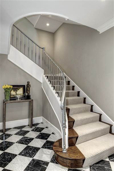 obama-staircase-tdy-home-inline_8079e1d1bcfa379bf9f0d9de569cc925.today-inline-large