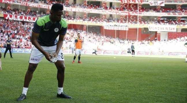 Football: Voici comment les supporters d'Antalyaspor se vengent de Samuel Eto'o (photos)