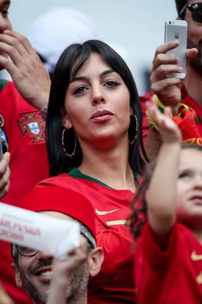 Cristiano Ronaldo bientôt marié ? voici l'indice qui secoue la toile ! (Photos)