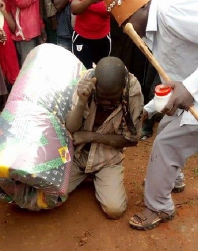 """Ouganda-Insolite: Un homme """"arrêté"""" par un serpent après avoir volé un matelas"""