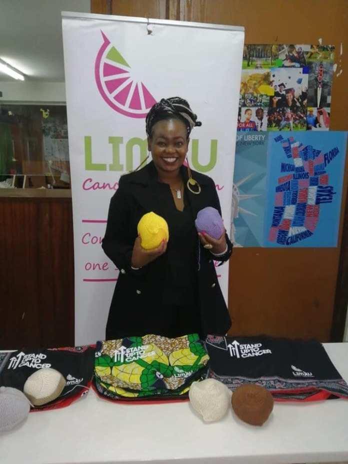 Kenya : ces femmes fabriquent et offrent gratuitement des seins tricotés aux survivantes du cancer du sein (photos)