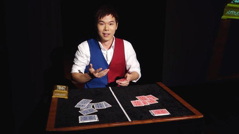 Photo of World champion of magic amazes audiences with spectacular card tricks