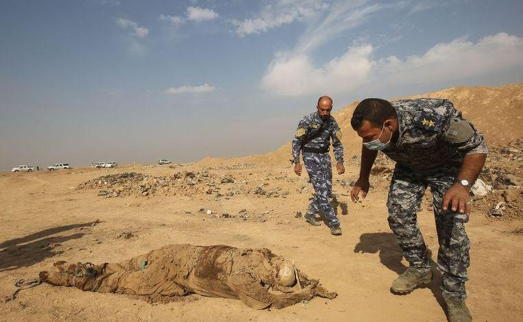 Photo of More than 200 mass graves and a thousand bodies discovered in Iraq