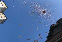 Photo of Thousands of banknotes flew down in a poverty-stricken neighborhood