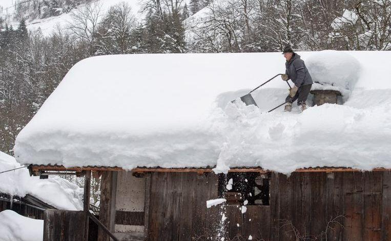 Photo of Snow chaos continues in Austria: 11,000 people cut off from the outside world