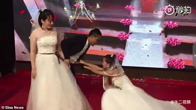 ex-girlfriend appears on wedding day begging to come back [Video]
