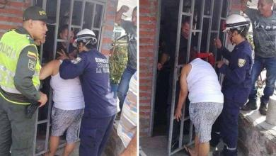 Photo of Woman stuck with her head after she wants to peek at the neighbors
