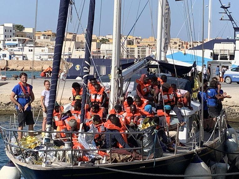 Italy prosecutes the captain of a boat who, despite being banned, let migrants go ashore