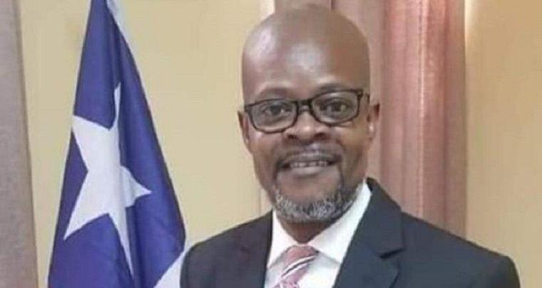 Photo of In Liberia, senator donates half of salary to his constituency
