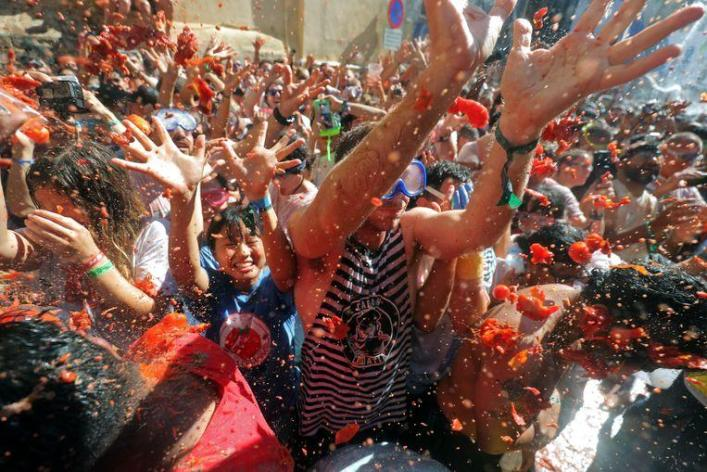 Some 22,000 people took part in 'La Tomatina' today