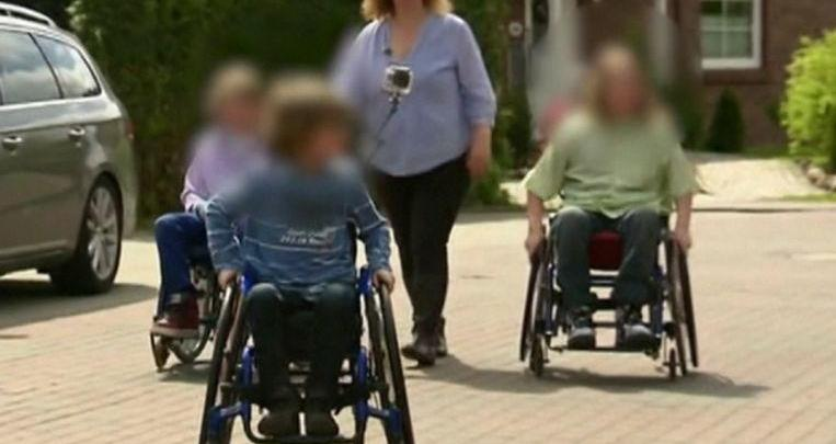 Photo of Mother forces four children to sit in a wheelchair to be able to commit social fraud