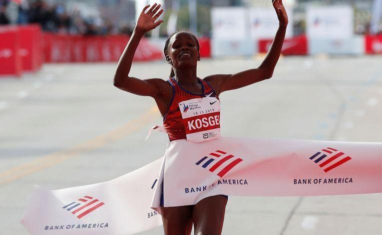 Photo of Kenyan Kosgei crushes Paula Radcliffe's 16yrs world record in Chicago Marathon