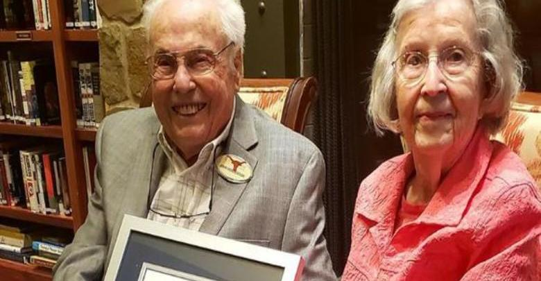 Photo of The oldest couple in the world is 211 years old
