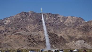 "Photo of To prove that earth is flat, ""Mad"" Mike Hughes launches himself with self-made rocket"