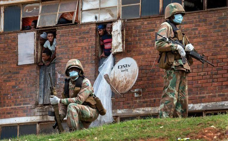 Photo of South African police fire rubber bullets to who breach lockdown