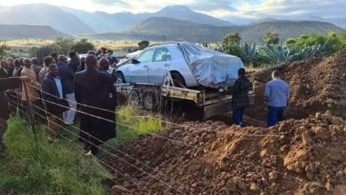 Photo of Last wish granted: South African buried with his Mercedes