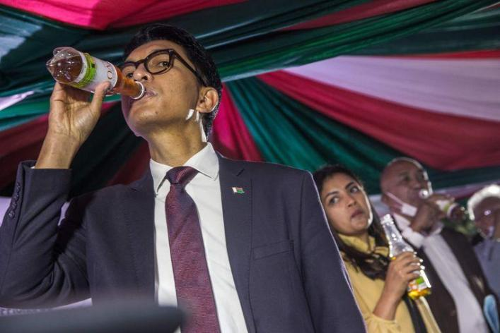 Madagascar President Andry Rajoelina drinks an herbal drink developed in Madagascar that would help against Covid-19. The World Health Organization (WHO) has meanwhile warned about the remedy, which is made from the artemia plant used to treat malaria.