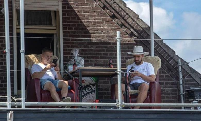 Photo of As a joke, 2 men spent 264 hours sitting in front of the charity
