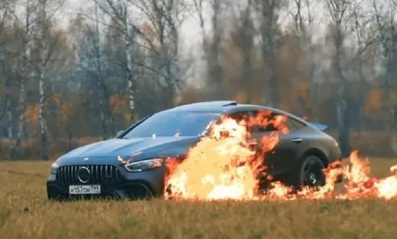 Photo of YouTuber deliberately sets fire to his new Mercedes-AMG