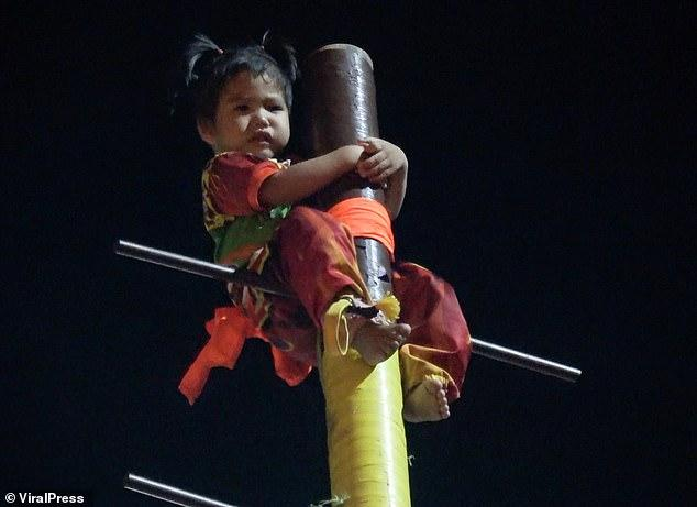 Toddler tied to a pole and catapulted 9 meters into the air