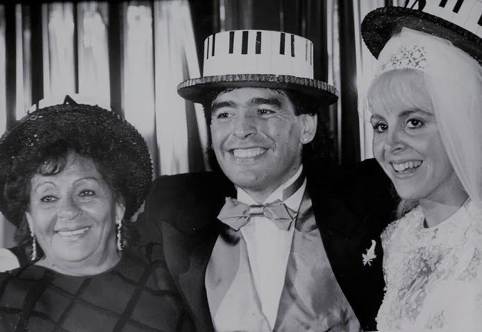 Diego Maradona with his wife Claudia and his mother during the wedding ceremony