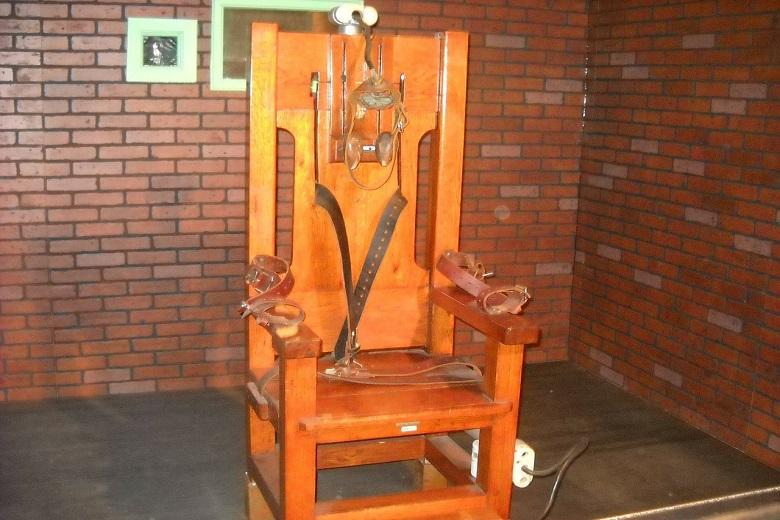Willie Mae Bragg, first black to execute using portable electric chair