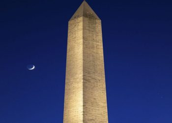 """This NASA handout photo obtained December 20, 2020 shows the Moon(L), Saturn(upperR), and Jupiter(lowerR), as they are seen after sunset with the Washington Monument, on December 17, 2020, in Washington,DC. - The two planets are drawing closer to each other in the sky as they head towards a """"great conjunction"""" on December 21,2020 where the two giant planets will appear a tenth of a degree apart. (Photo by Bill INGALLS / NASA / AFP) / RESTRICTED TO EDITORIAL USE - MANDATORY CREDIT """"AFP PHOTO /NASA/BILL INGALLS/HANDOUT """" - NO MARKETING - NO ADVERTISING CAMPAIGNS - DISTRIBUTED AS A SERVICE TO CLIENTS"""