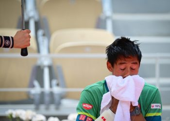 Japan's Kei Nishikori wipes his face with a towel as he plays against Russia's Karen Khachanov during their men's singles second round tennis match on Day 4 of The Roland Garros 2021 French Open tennis tournament in Paris on June 2, 2021. (Photo by MARTIN BUREAU / AFP)