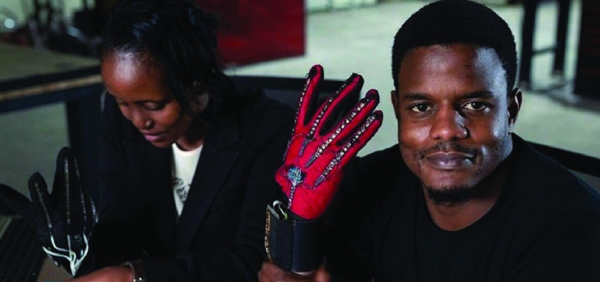 Smart Hand Gloves That Convert Sign Language Into Audio Speech