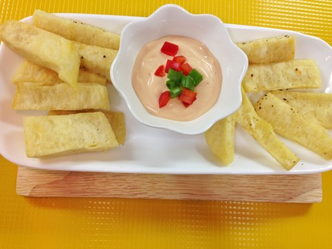 fried yam and spicy mayonnaise