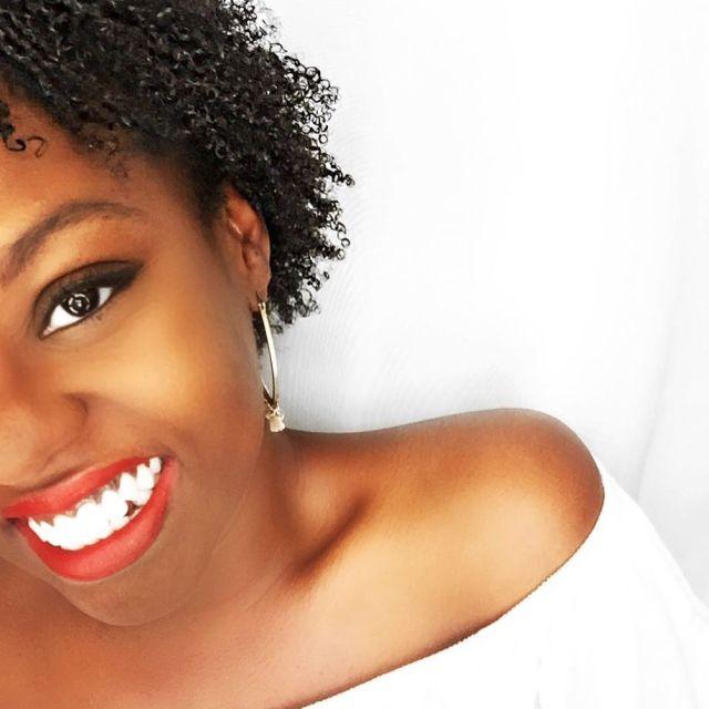 afrolife-recette-express-diy-masque-demelant-restructurant-cheveux-crepus-afro-visage-sourire-afrolifedechacha