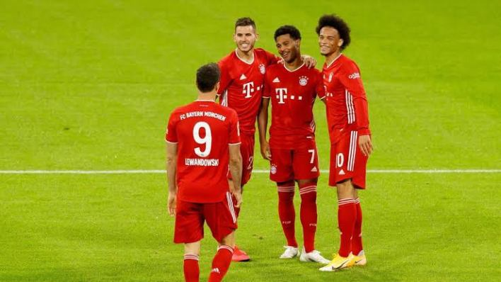Bayern Munich maul Schalke 8-0 in historic Bundesliga start