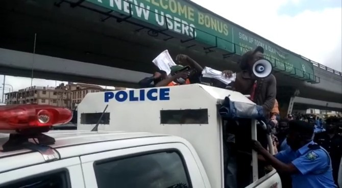 Police arrest Journalists, Protesters during anti-fuel hike, electricity tariff protest in Lagos