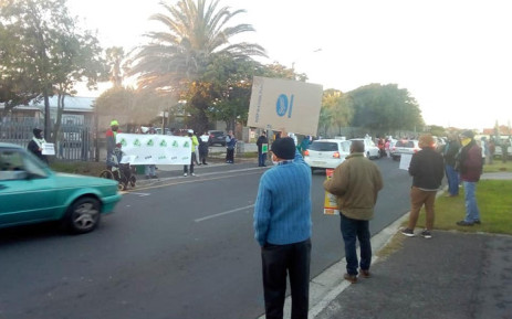 Heathfield high parents protests in support of principal facing disciplinary charges