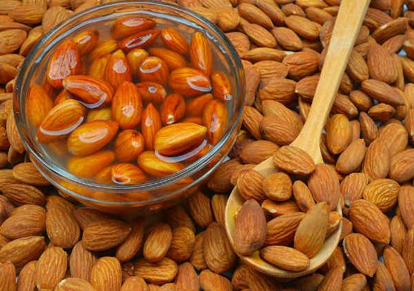 5 reasons why you should start your day with soaked Almonds