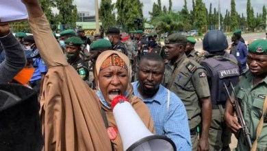 #EndSARS: Aisha Yesufu blows hot, issues warning to FG as armed thugs attack protesters in Abuja