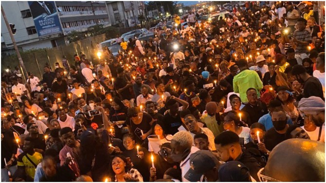 #EndSars protesters hold candle light possession for Jimoh Isiaka, Kolade Johnson and others