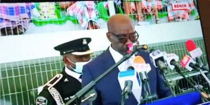 Obaseki's Aide-de-camp collapses at inauguration (VIDEO)