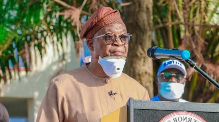 Lockdown order: Oyetola flags off distribution of 6,020 bags of rice to LGs in Osun