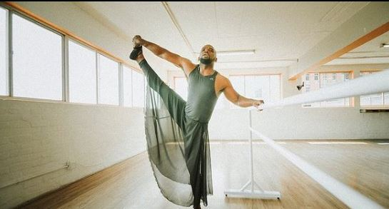Watch Siv Ngesi impressive moves as he pole dances