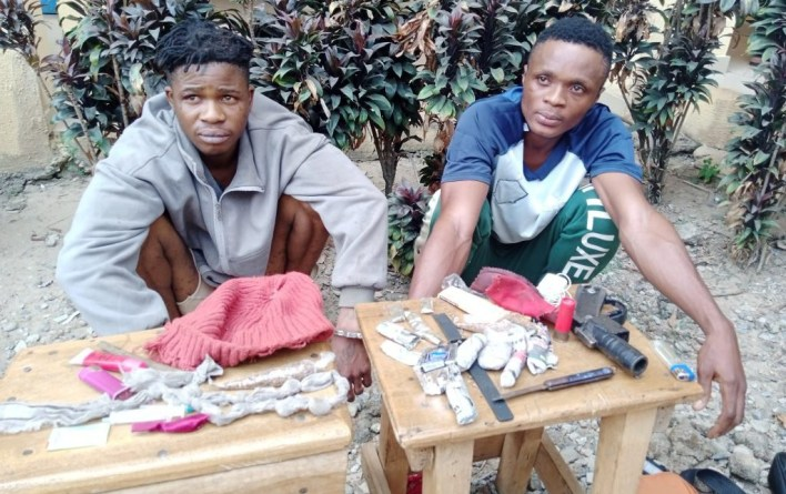 Police arrest two suspected armed robbers in Osogbo, recovers charms, weapons