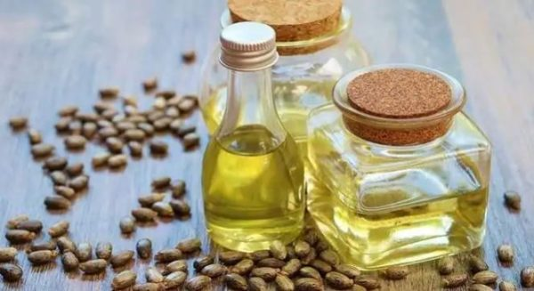 Do you know castor oil can reduce dark circles? Here's how it work