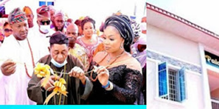 Alaafin of Oyo builds mansion for wife
