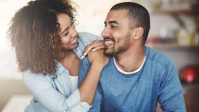 6 differences between being private in a relationship & keeping it a secret