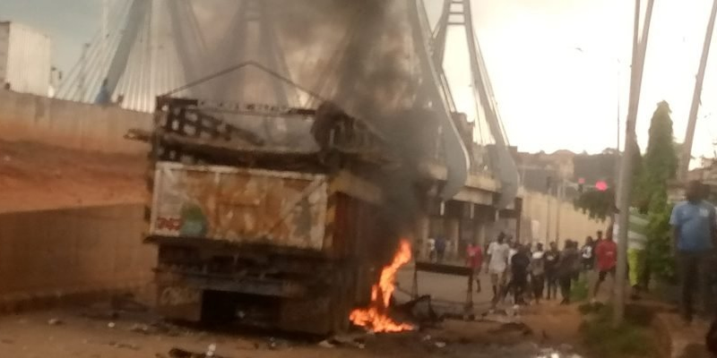 Angry youths burn truck-load of cows after driver kills 8 hawkers in Awka