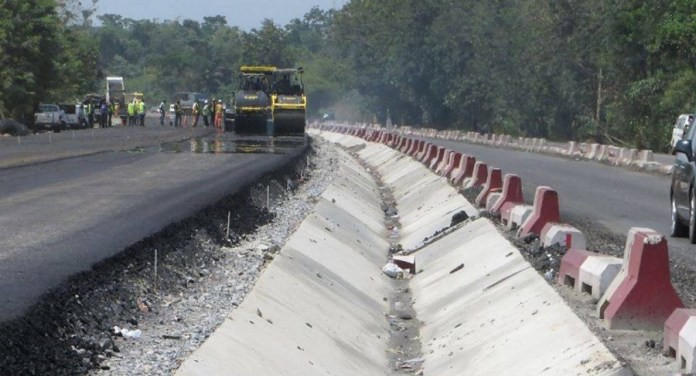 Tragedy as truck crushes two hawkers to death along Lagos-Ibadan expressway