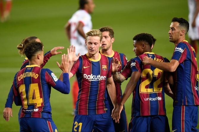 Barcelona relieves two players of their jobs