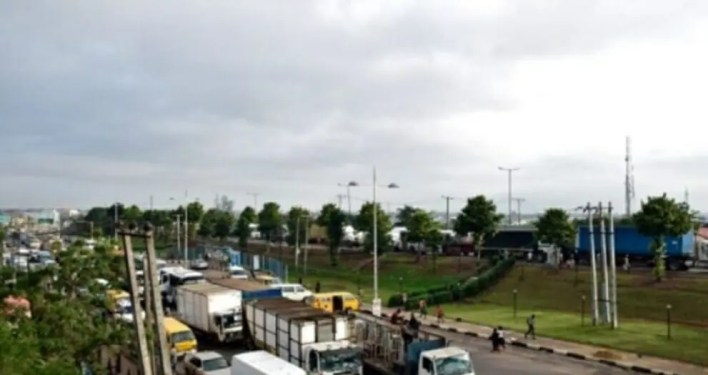 FG approves new policy for tollgates, asks cars to pay N200 and trucks to pay N500
